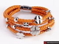 Oranje leren armband met zilveren met bloemetje.