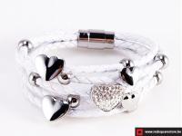 Wit leren armband met zilveren hartjes - wit