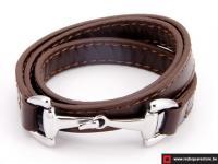 Bruin leren armband met zilveren haak sluiting.