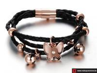Zwart leren armband met gouden vlinder - zwart.