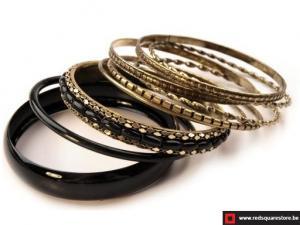 Bangle armband bestaande uit 9 afzonderlijke armbanden - zwart