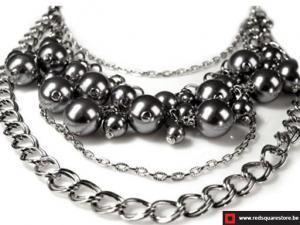 Halsketting bestaande uit hangende kralen - grijs.
