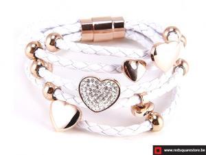 Wit leren armband met gouden hartjes - wit.