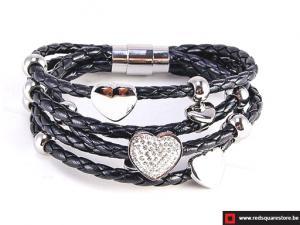 Zwart leren armband met zilveren hartjes - zwart.