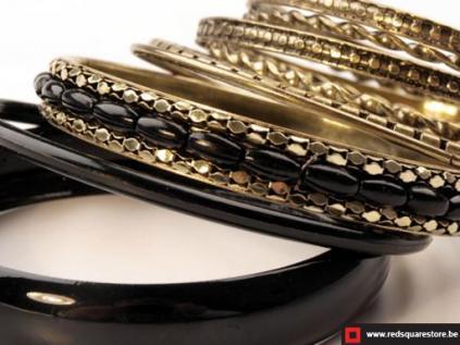 100533zw bangle armband bestaande uit 9 afzonderlijke armbanden zwart 02